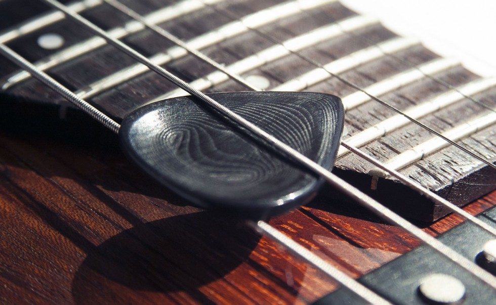 Electric Guitar Pick • Ergonomic Custom Made For Ultimate Sound & Playing Comfort